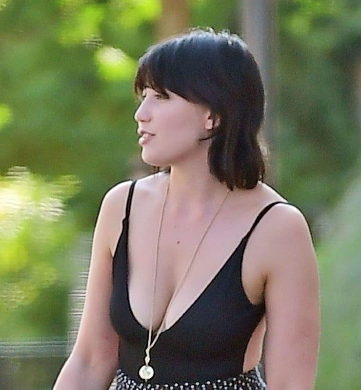 daisy lowe boobs pics
