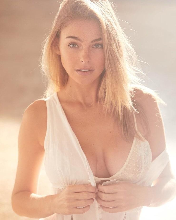 elizabeth turner boobs