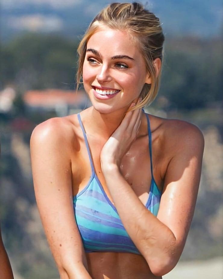 elizabeth turner hot smile
