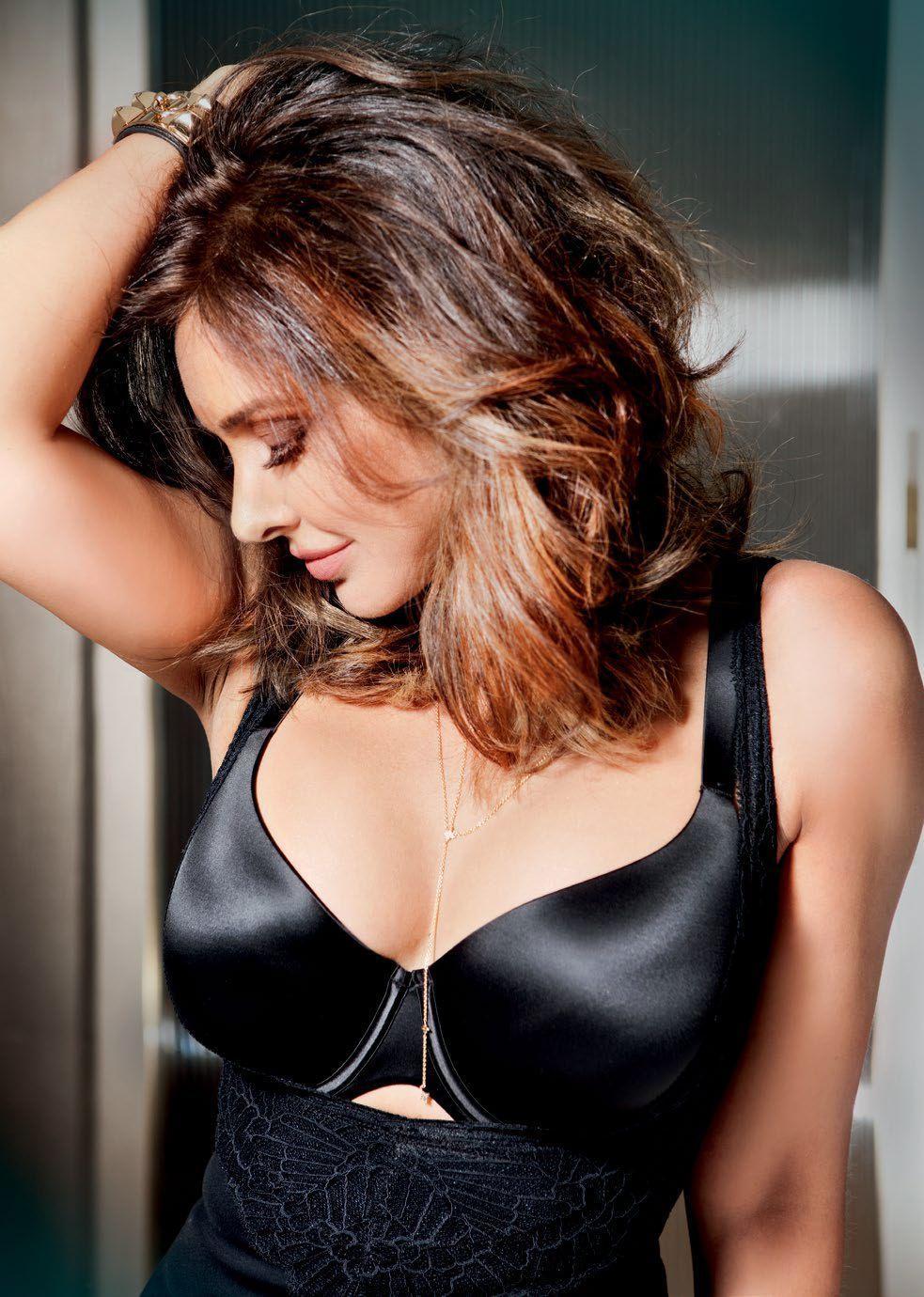 lisa ray cleavage pics