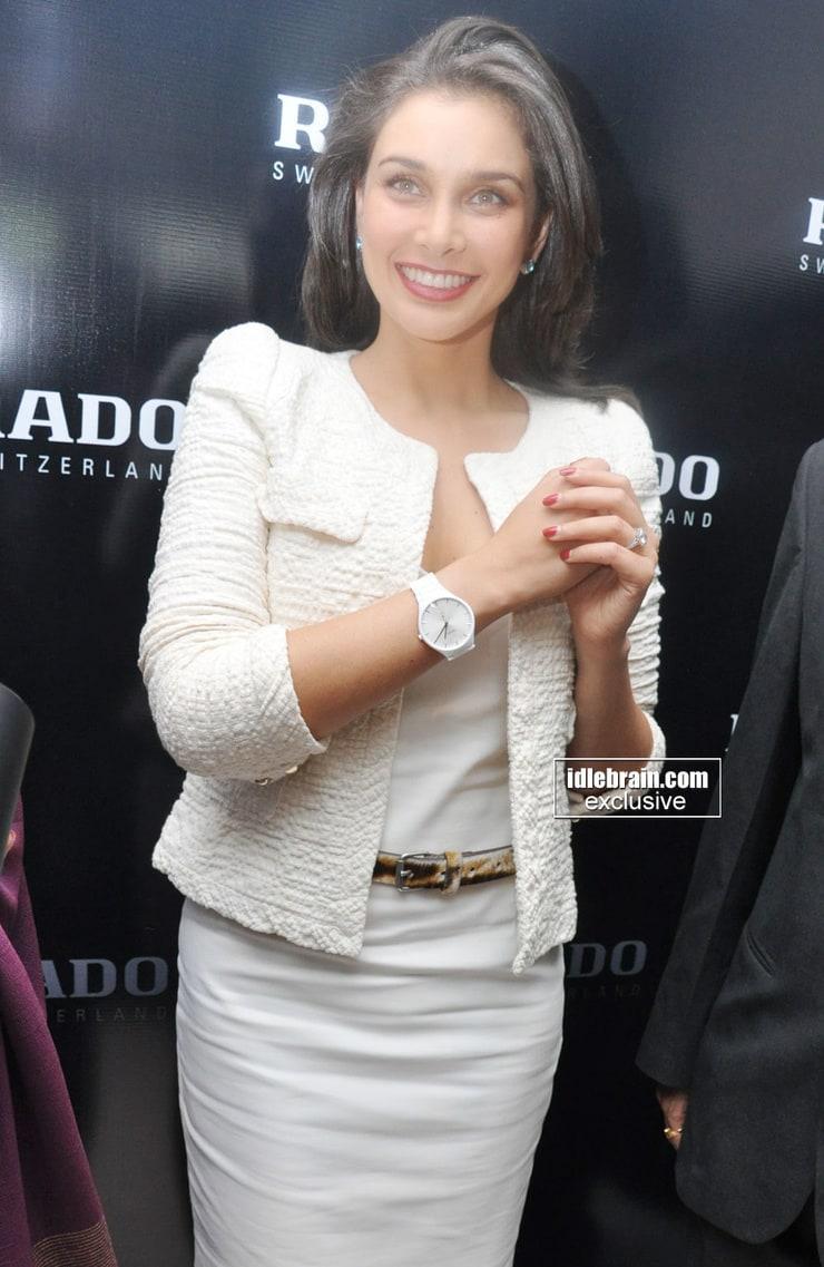 lisa ray smile