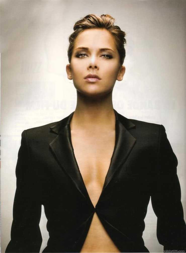 mélissa theuriau cleavage