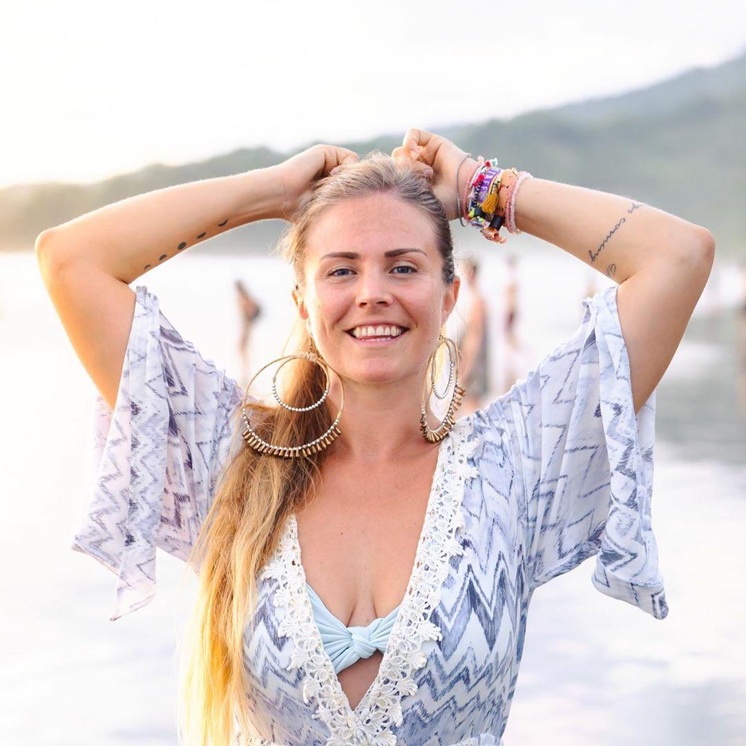 rachel brathen sexy cleavage