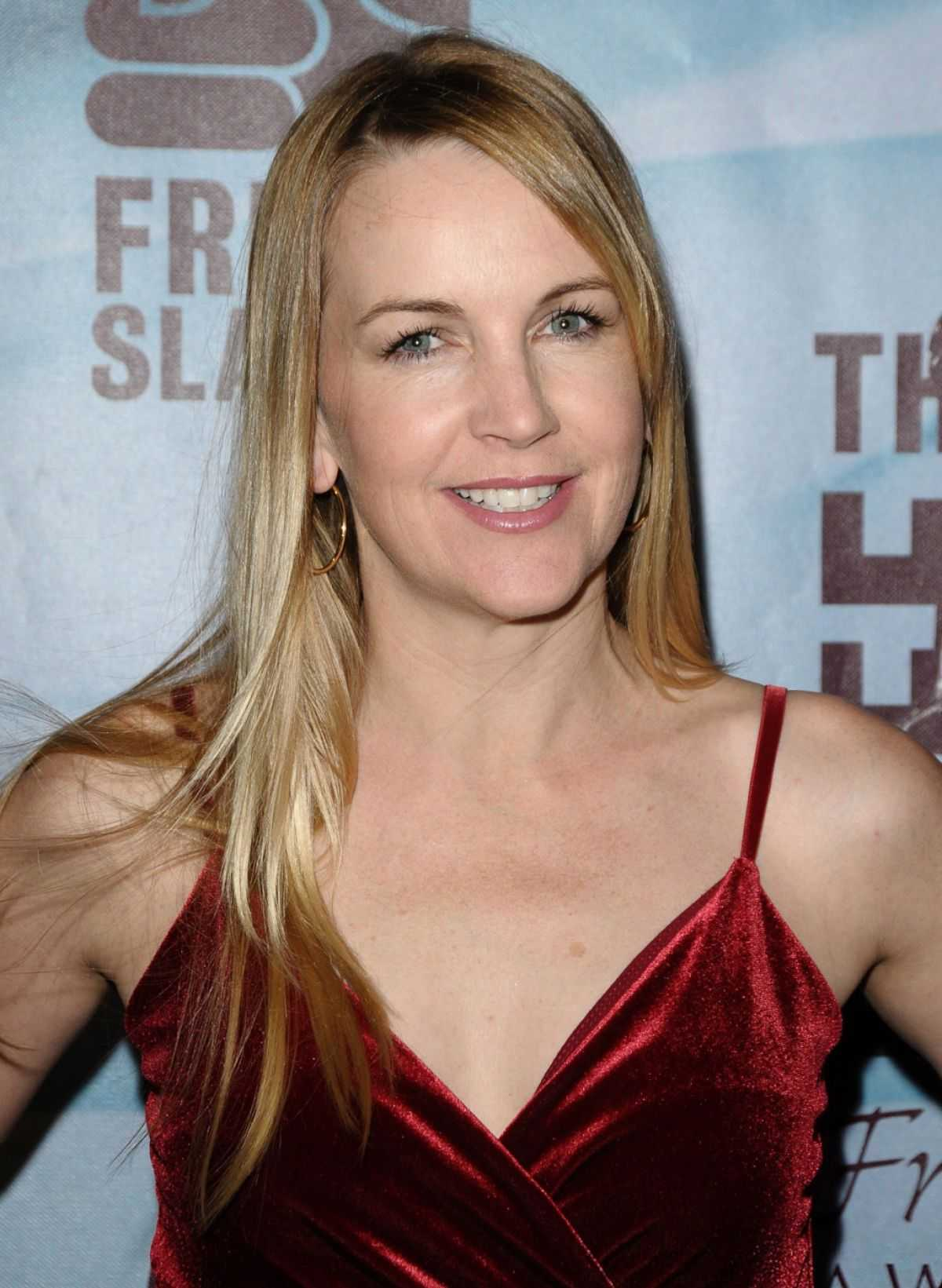 renee o'connor cleavage pics