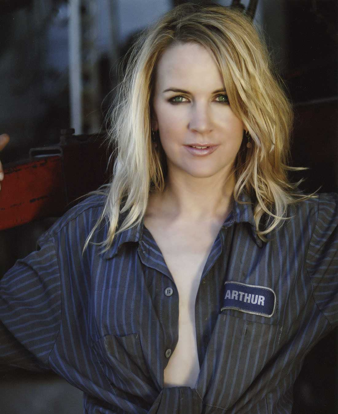 renee o'connor gorgeous