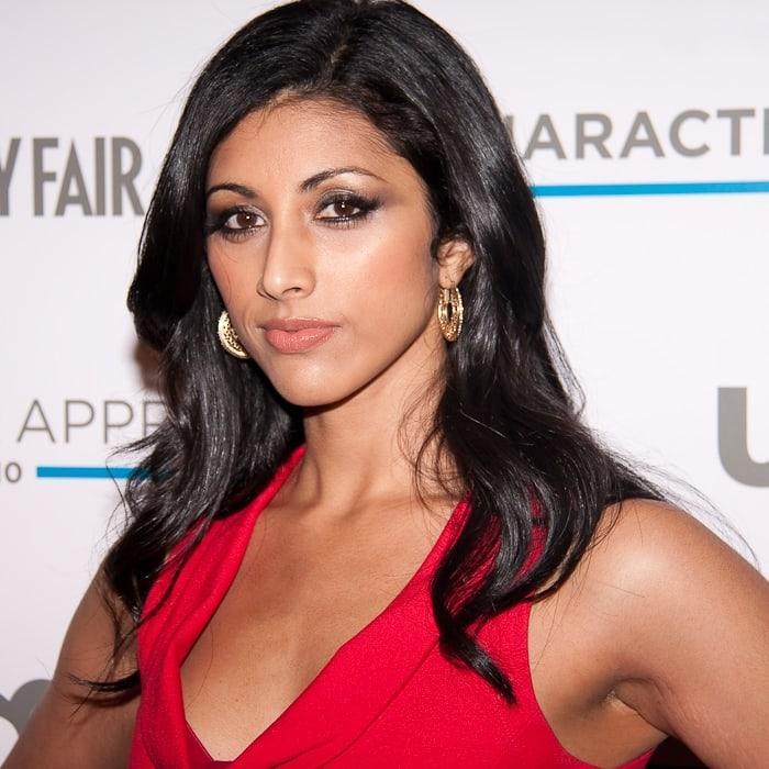 reshma shetty hot cleavage