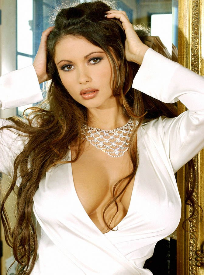 veronica zemanova cleavage