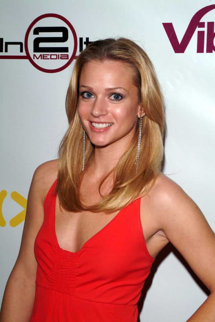 A.J. Cook sexy side boobs pics