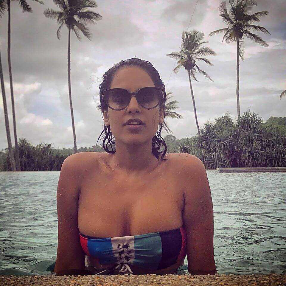 Agam Darshi sexy tits pics