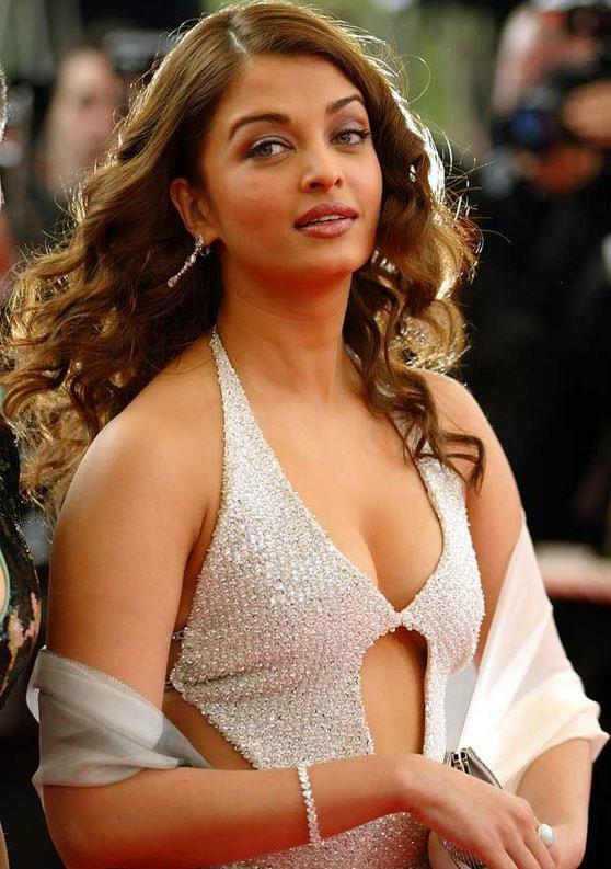 Aishwarya Rai Bachchan sexy side boobs pics
