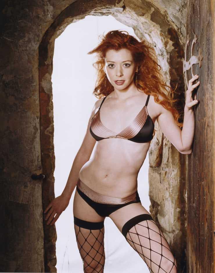 Alyson Hannigan bikini pics