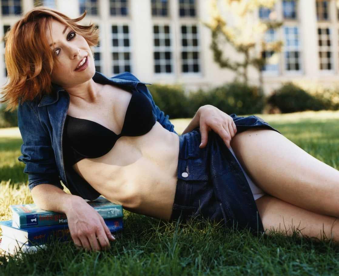 Alyson Hannigan sexy cleavage pics