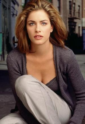 Amanda Peet hot look pics