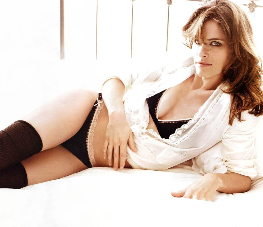 Amanda Peet hot look pictures