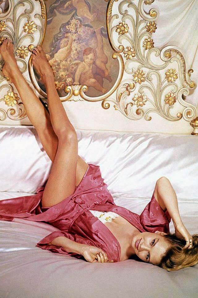 Angie Dickinson sexy boobs pics