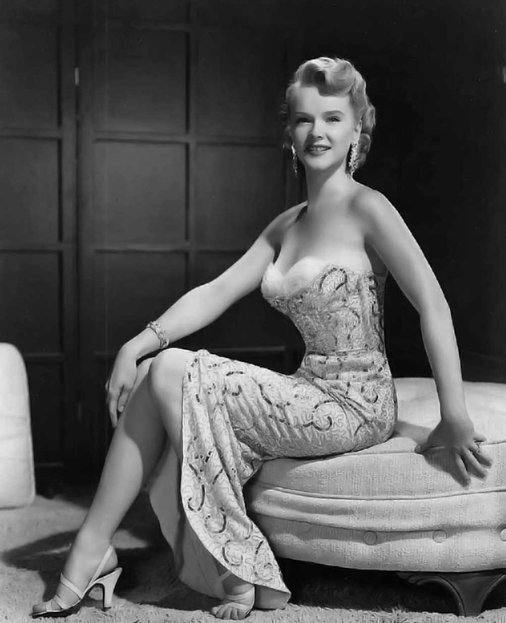 Anne Francis hot look pics