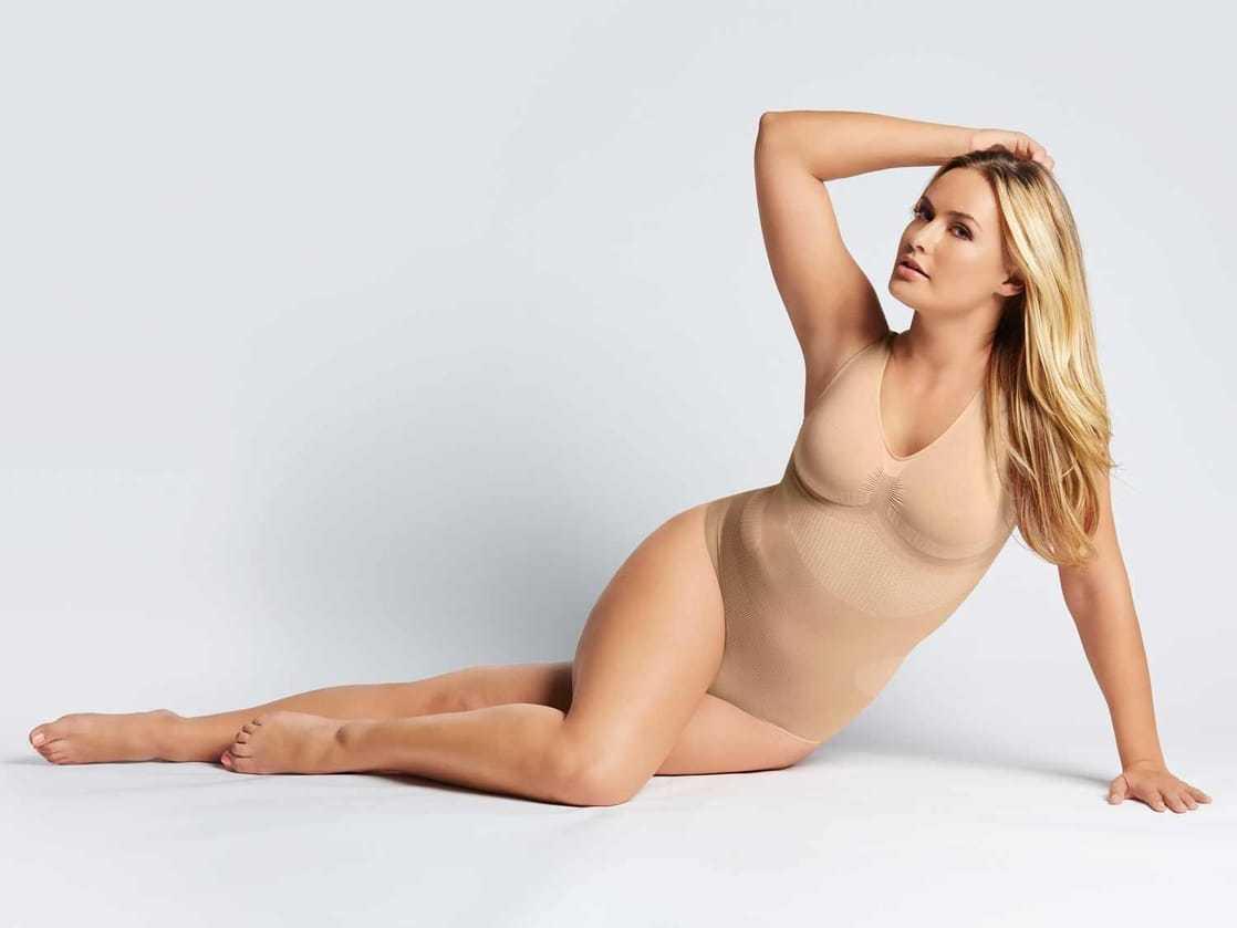 Anne-Julia Hagen big busty pics