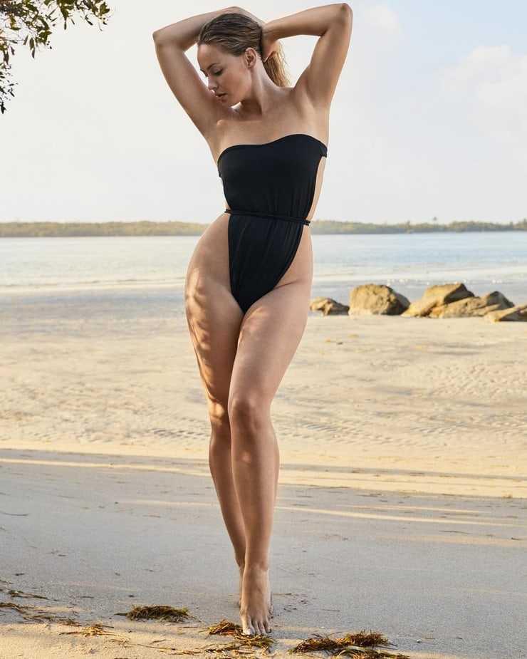 Anne-Julia Hagen sexy look pics