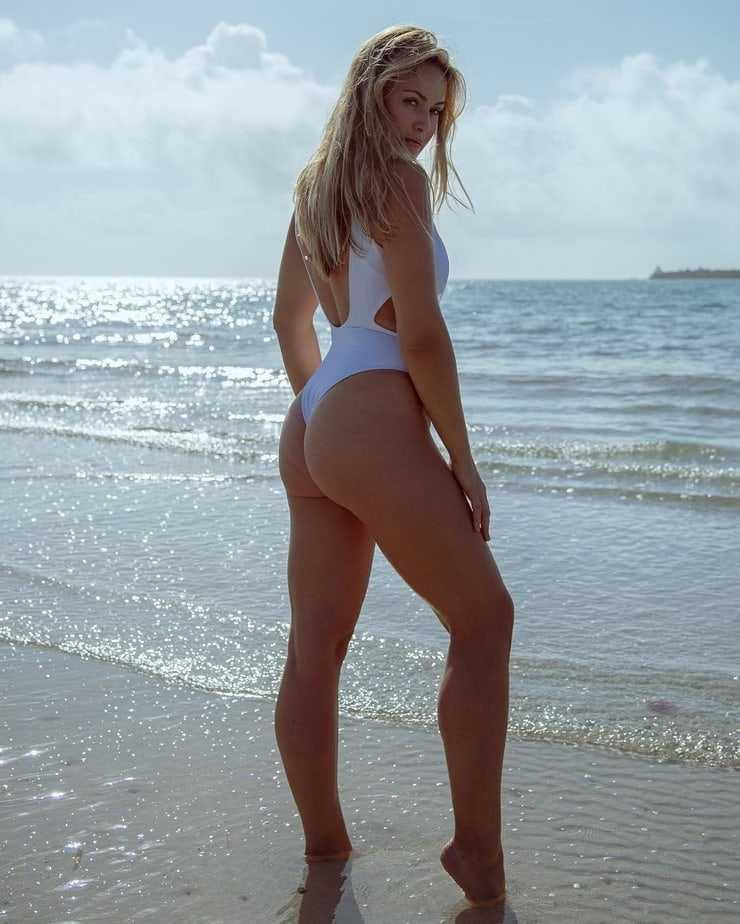 Anne-Julia Hagen sexy side boobs pics