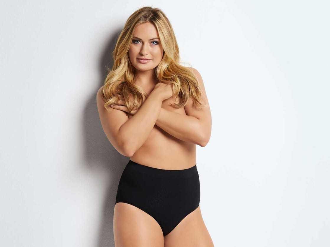 Anne-Julia Hagen topless pics