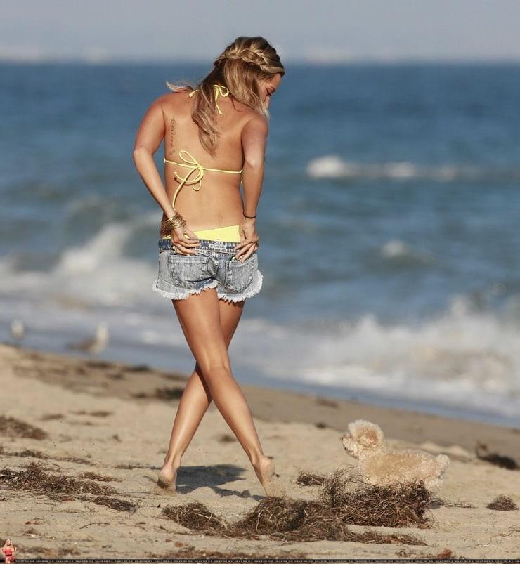 Ashley Tisdale amazing booty pics