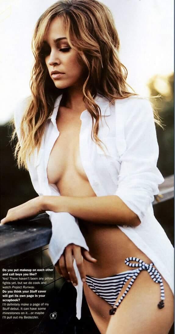 Autumn Reeser sexy side boobs pics