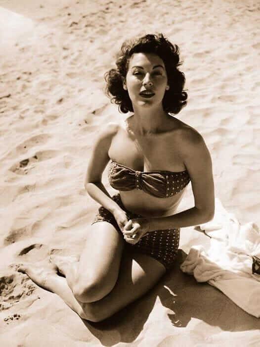 Ava Gardner hot look pics