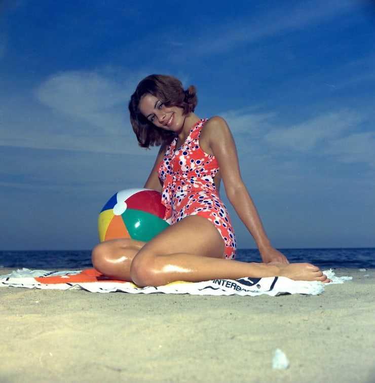 Barbara Parkins bikini pics