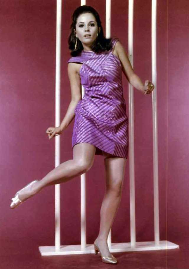 Barbara Parkins sexy legs pics
