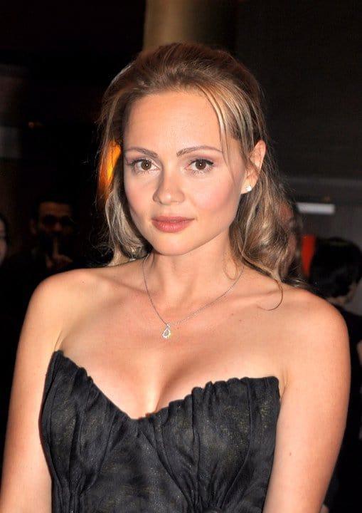 Beatrice Rosen sexy cleavage pics (2)