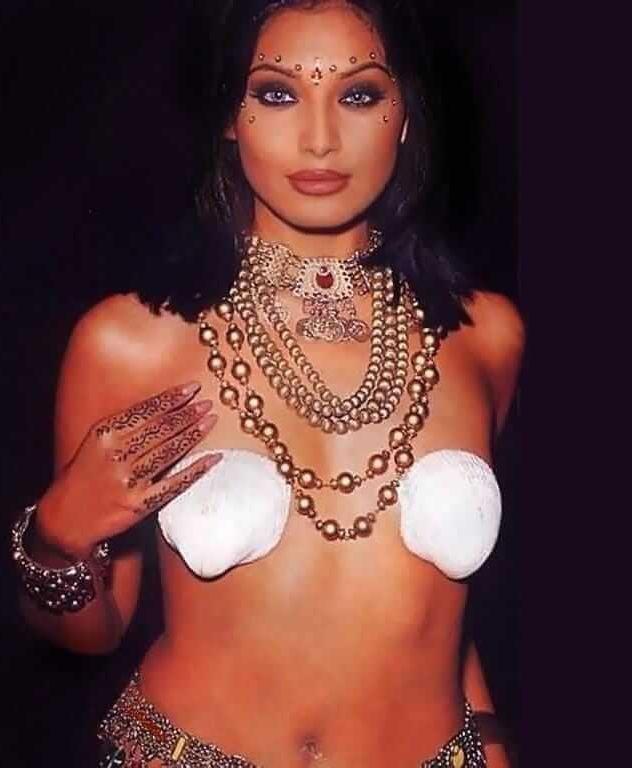 Bipasha Basu nipples pics