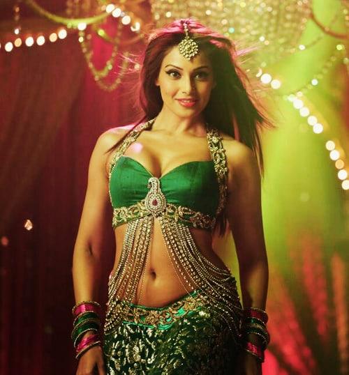 Bipasha Basu sexy tits pics