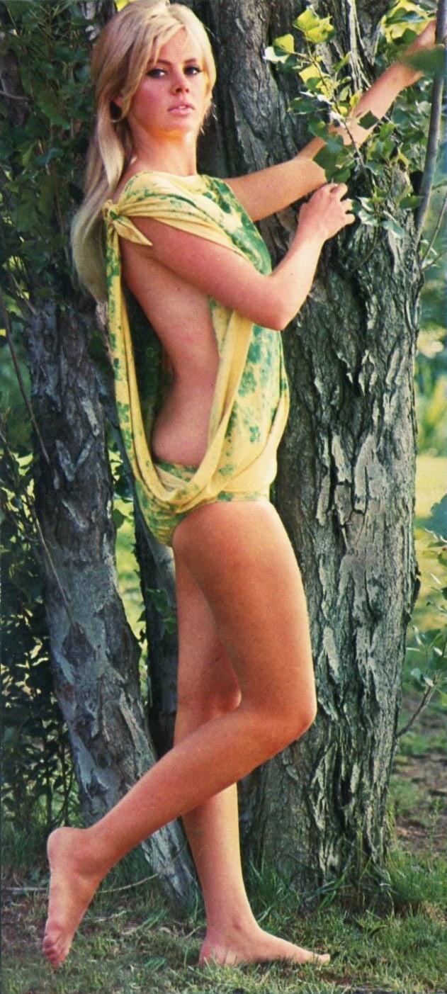 Britt Ekland sexy side boobs pics (2)