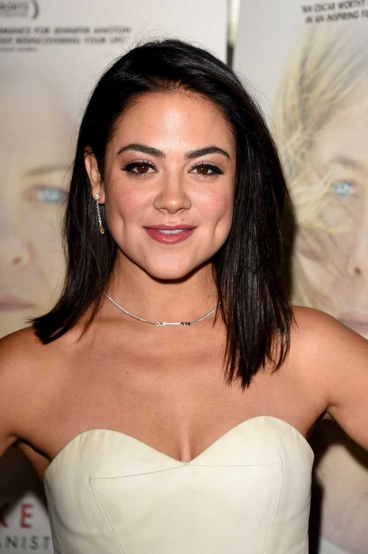 Camille Guaty cleavage pics