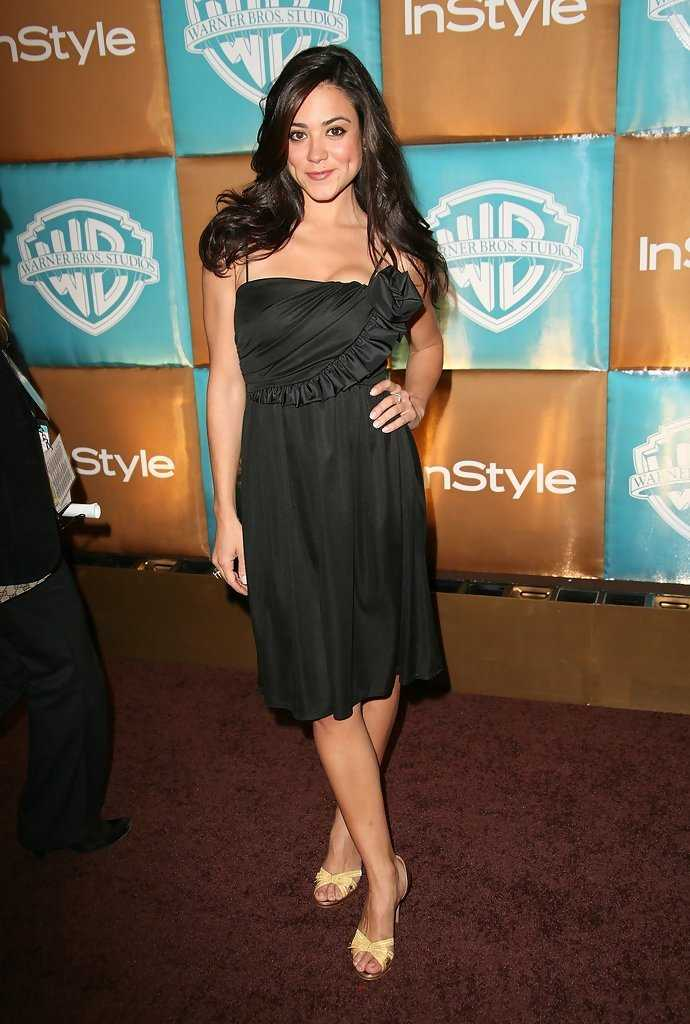 Camille Guaty hot pics