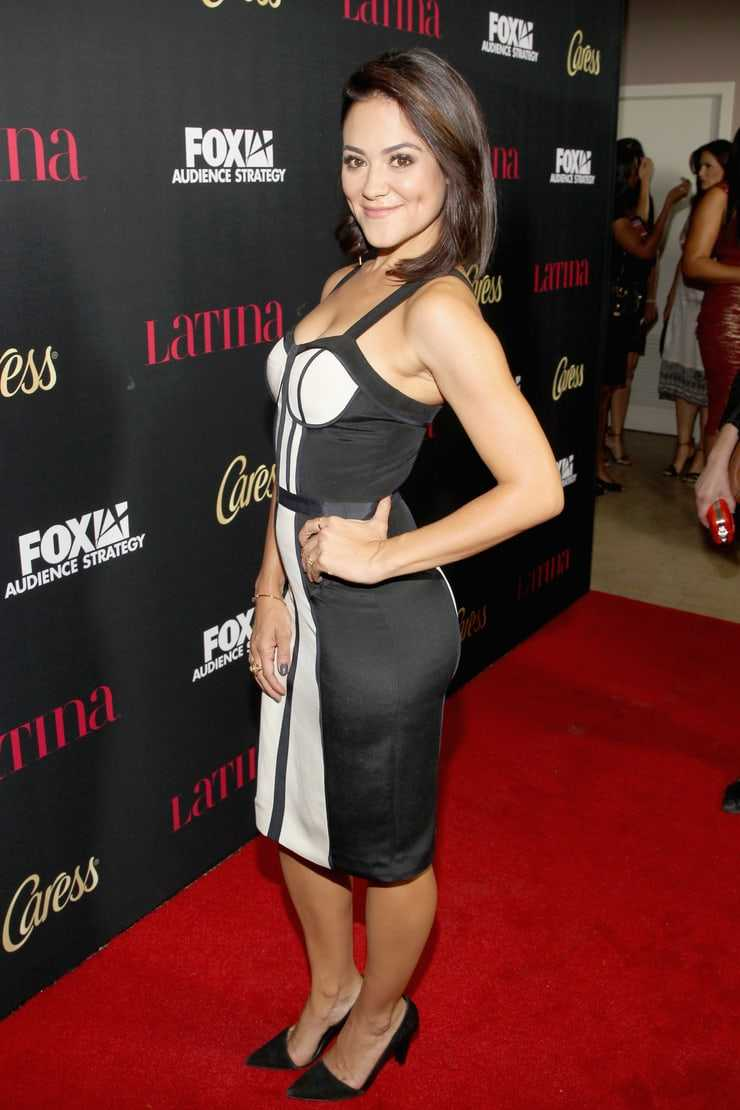 Camille Guaty sexy look pics