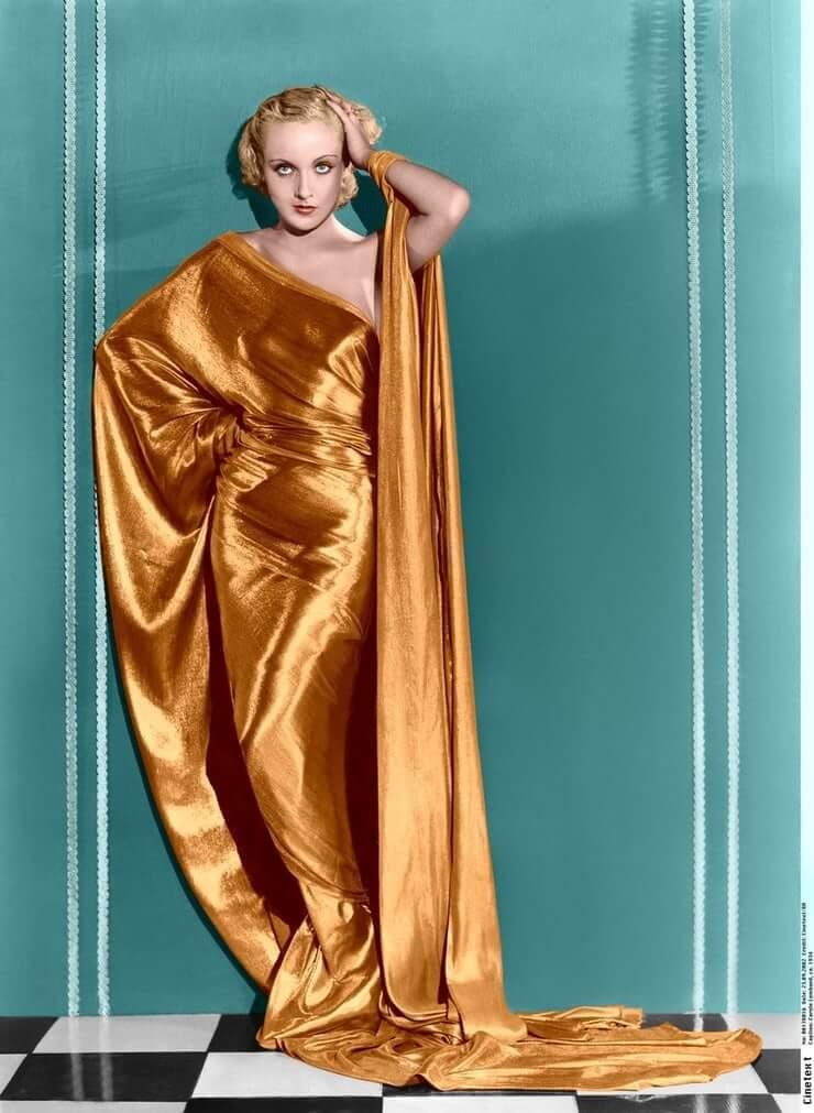Carole Lombard hot look pic