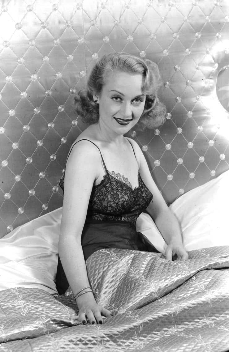 Carole Lombard sexy pictures