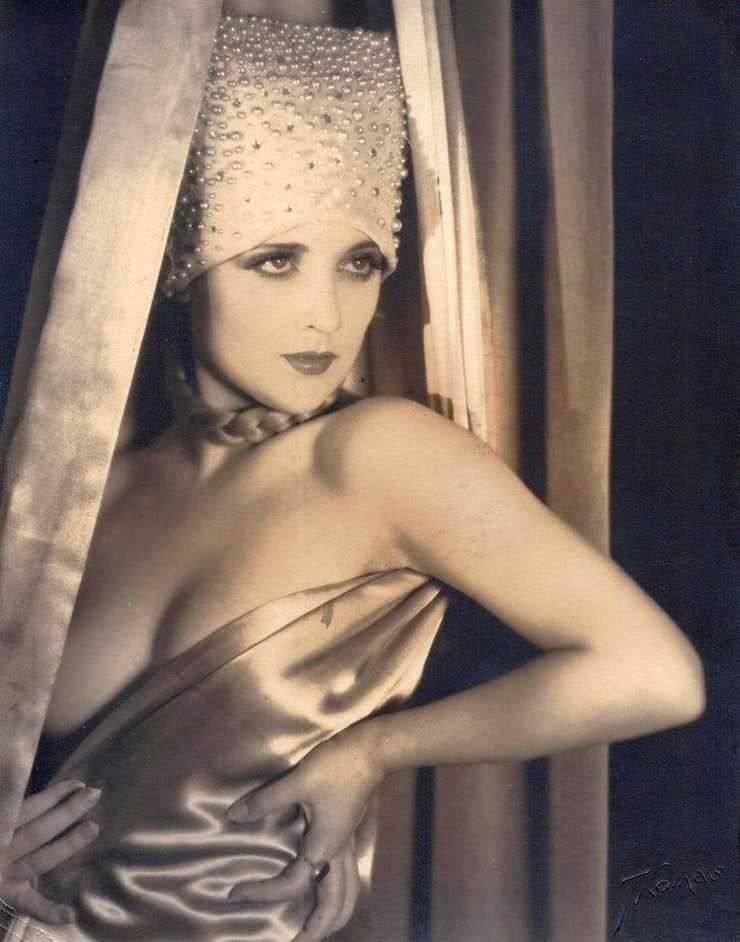 Carole Lombard tits pics