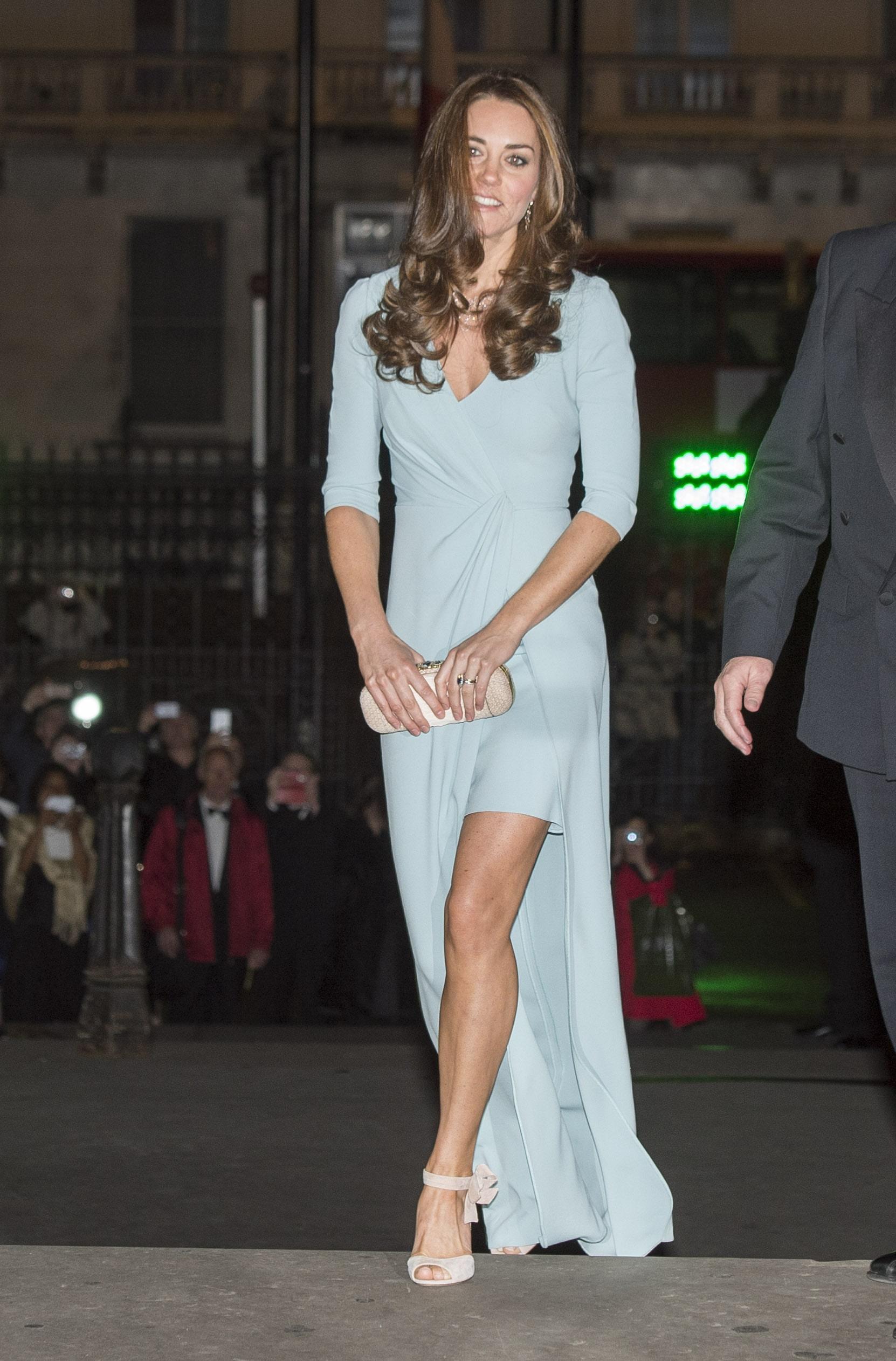 Catherine, Duchess of Cambridge sexy cleavage pics