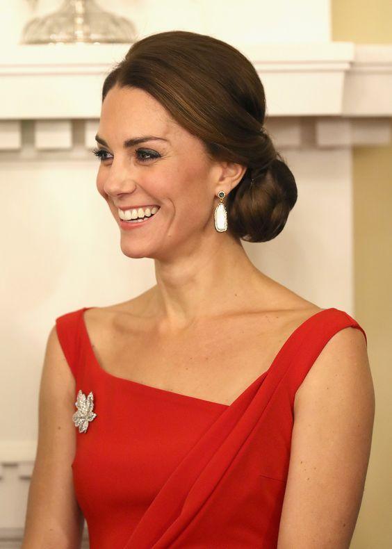 Catherine, Duchess of Cambridge sexy dress pics