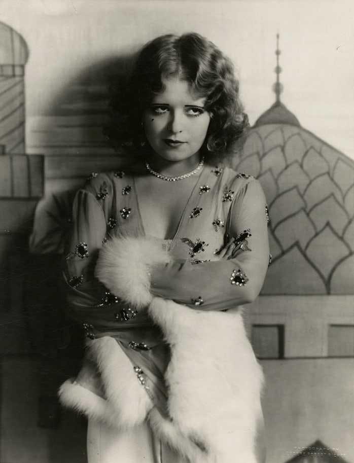 Clara Bow hot look pics