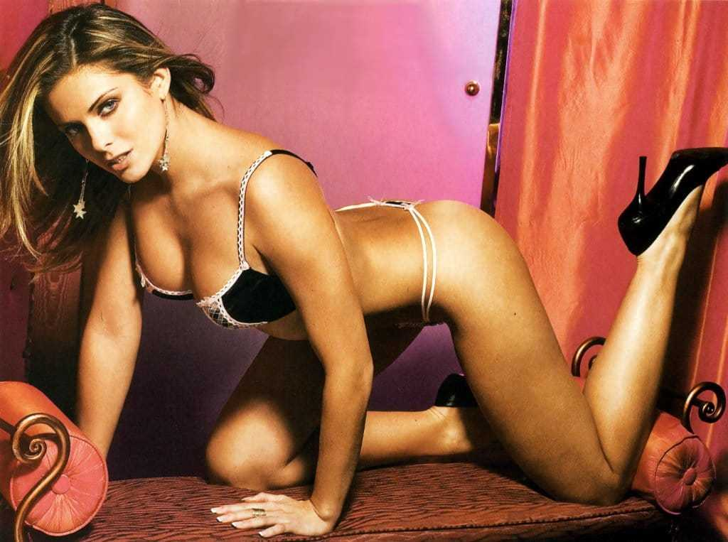 Clara Morgane hot look pics