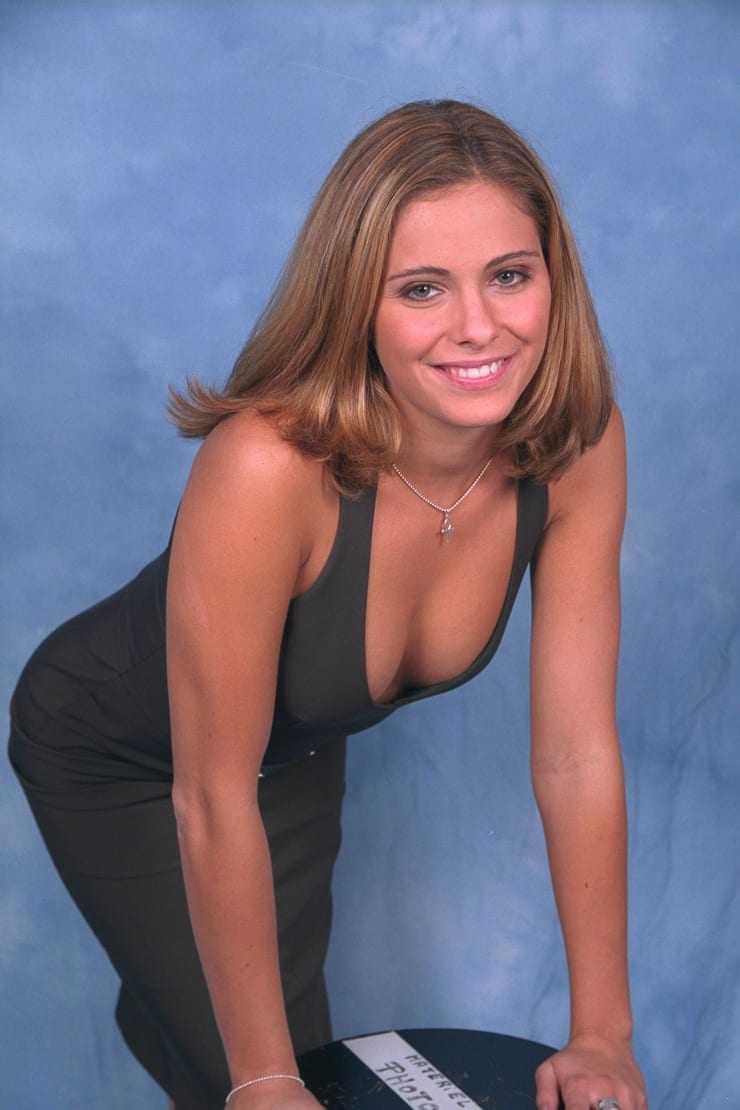 Clara Morgane sexy cleavage pics