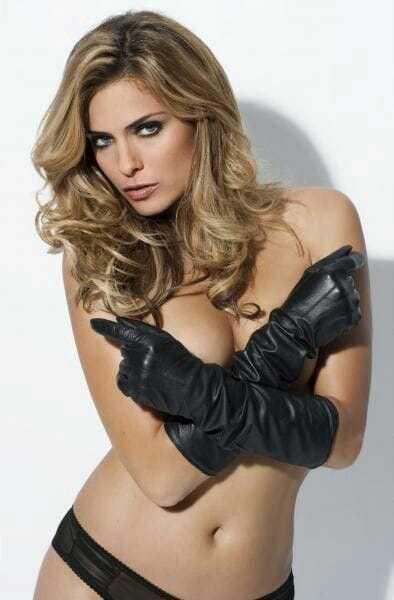 Clara Morgane topless pics