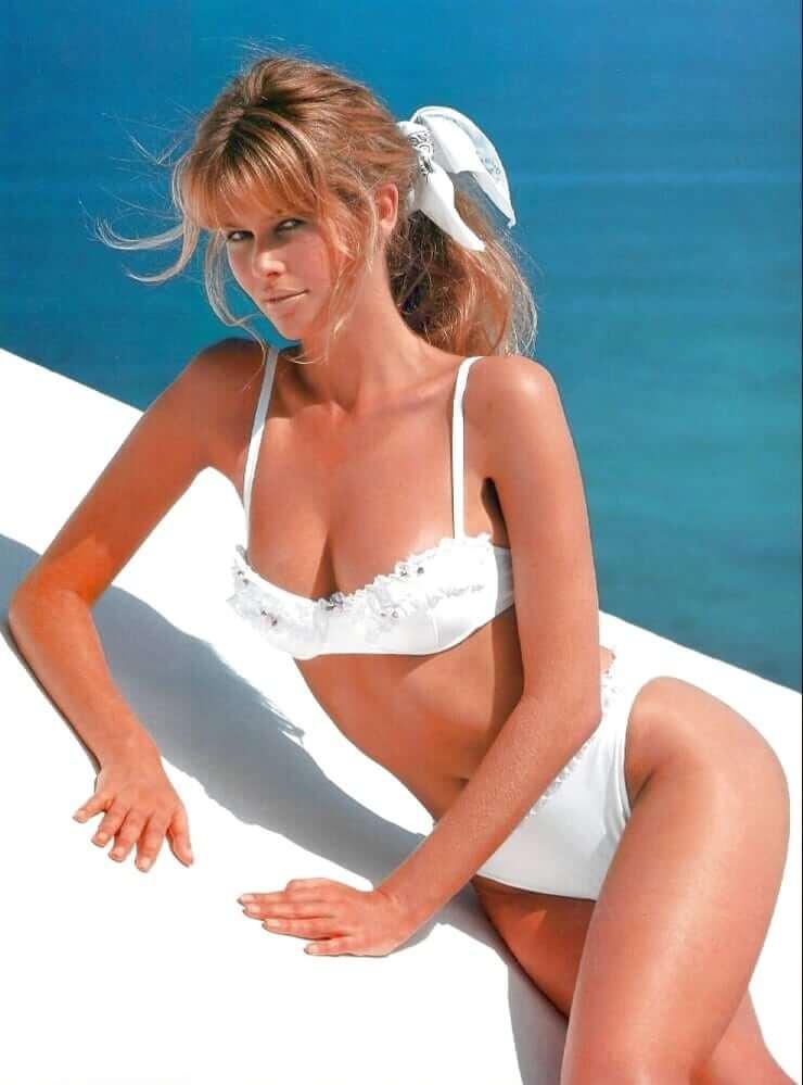 Claudia Schiffer sexy cleavage pics