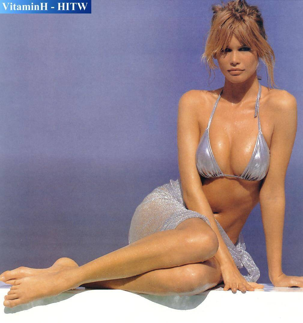 Claudia Schiffer tits pics