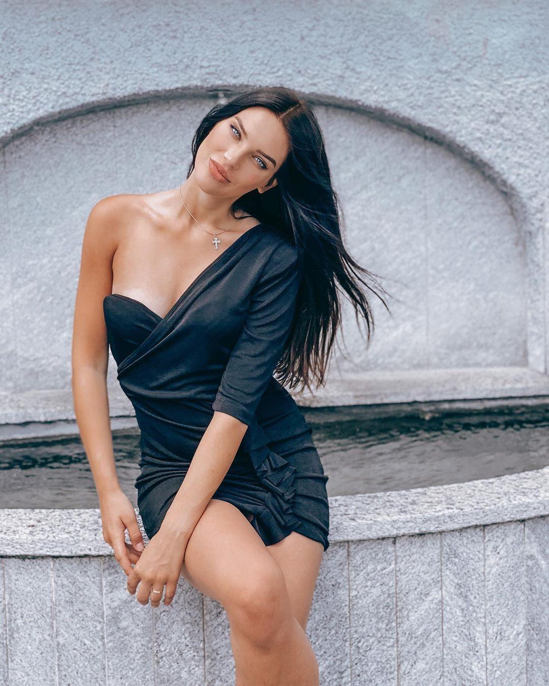 Dasha Dereviankina hot tits pics