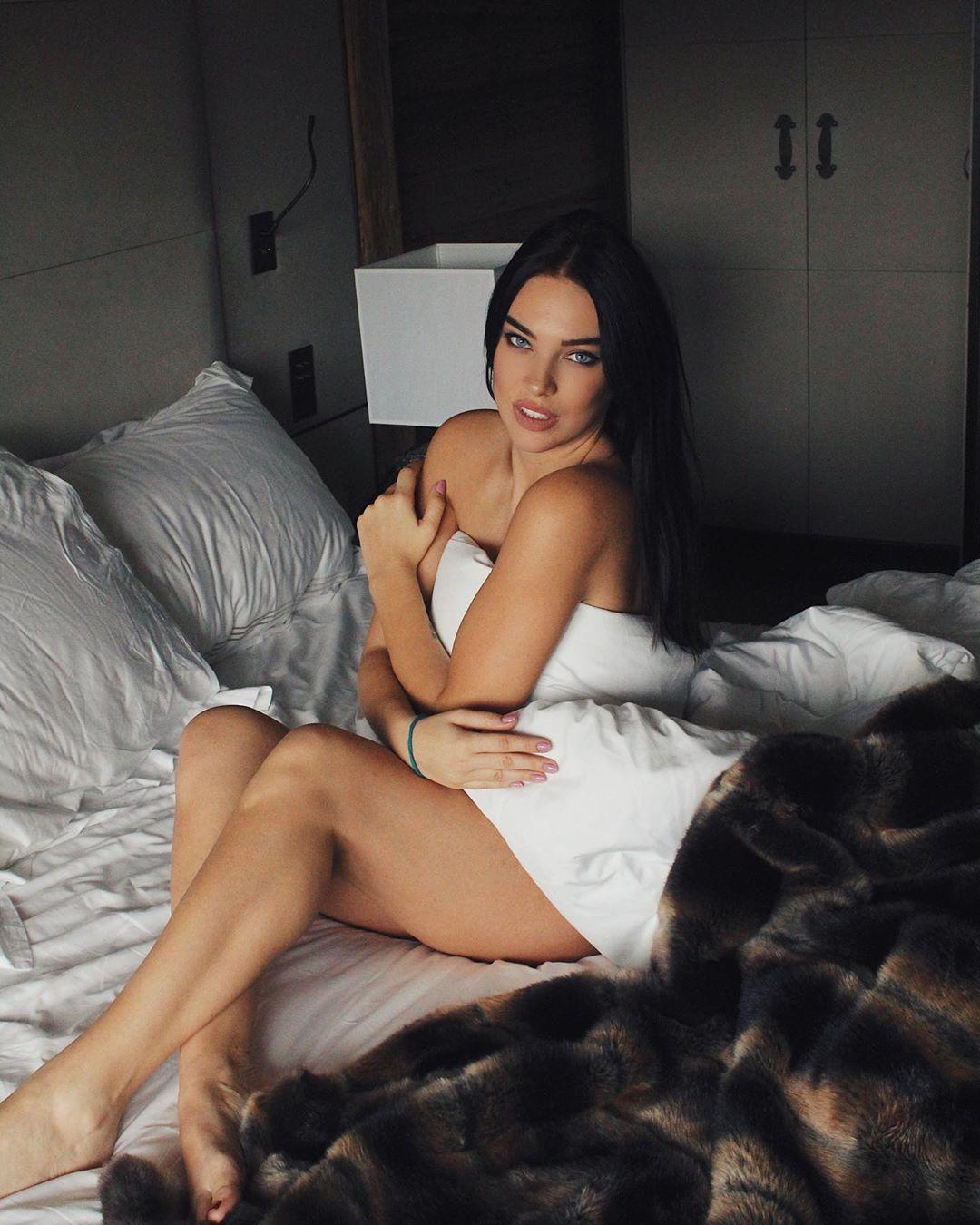 Dasha Dereviankina near nude pics