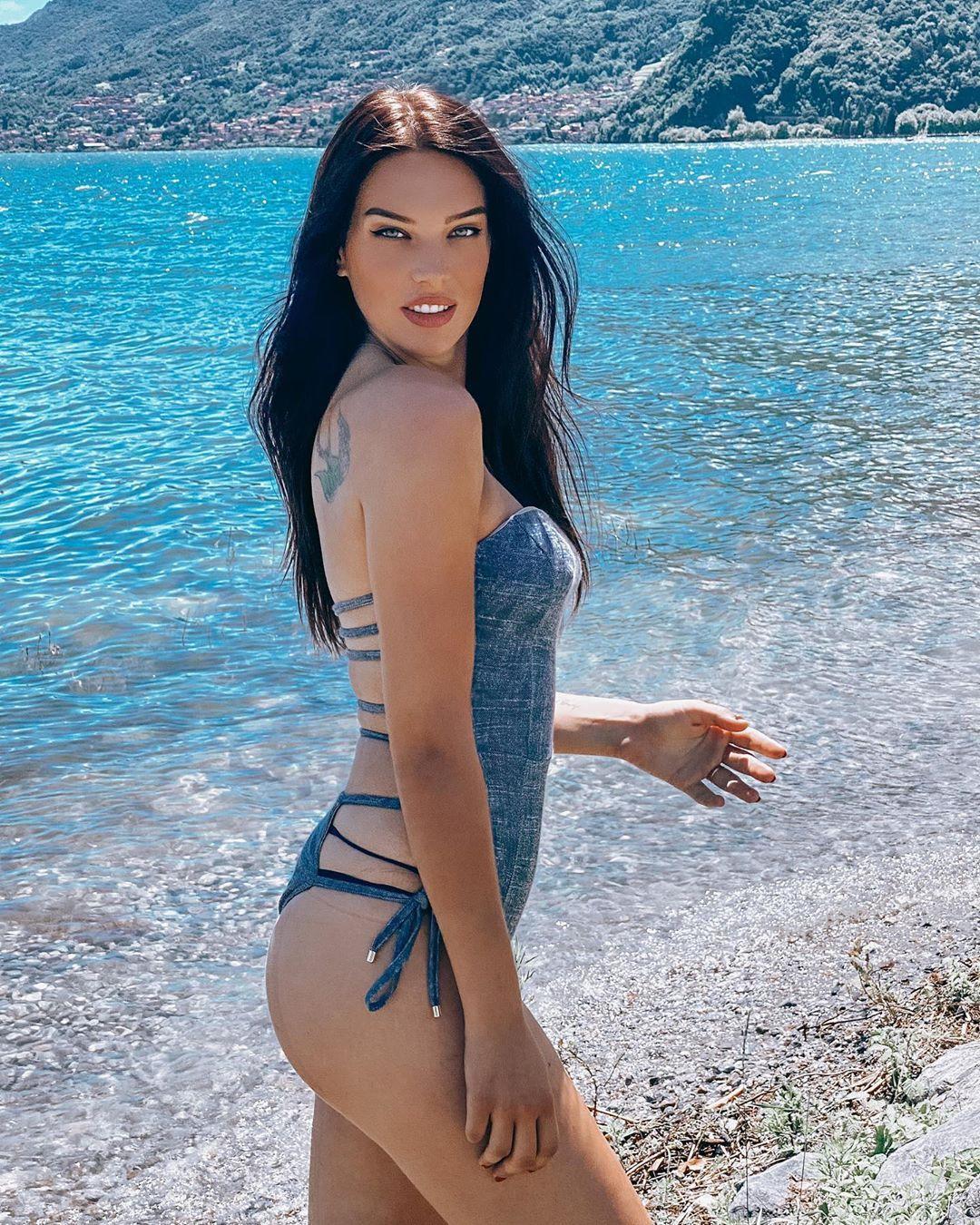 Dasha Dereviankina sexy lingerie pics